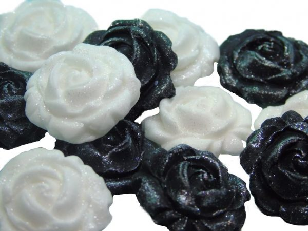 New small roses set black white